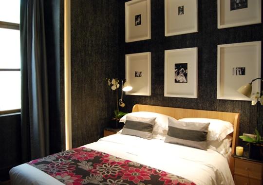 โรงแรมนี้แต่งด้วยภาพถ่ายขาวดำ