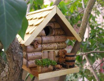 """nichoir""""bouchon"""" genre chalet déco,récup,bois,jardin,recyclage,animaux,liège"""