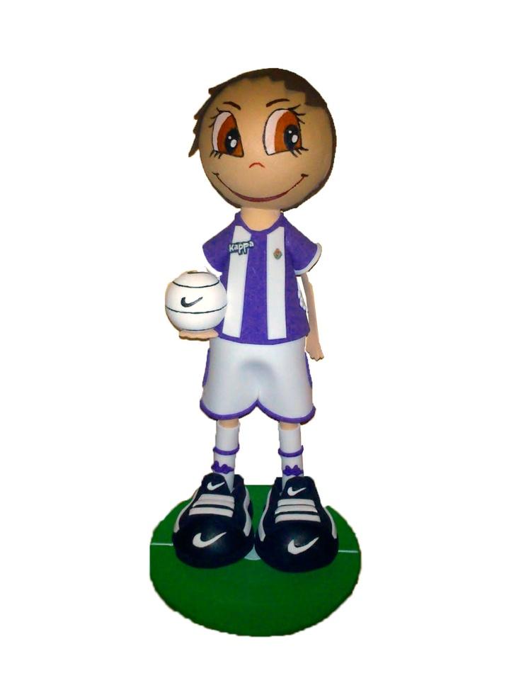 Fofucho jugador Real valladolid 2012/2013 de apróximadamente 25cm de altura.  Disponible también en 35cm y 50cm de altura.  Regalo ideal para los aficionados pucelanos. Personaliza a tu fofucho con tu jugardor del Real Valladolid favorito.