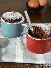 Prepara un bizcocho en taza con sabor a ColaCao al microondas en menos de 5 minutos