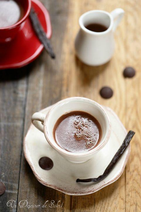 Un dejeuner de soleil: Chocolat chaud à la vanille