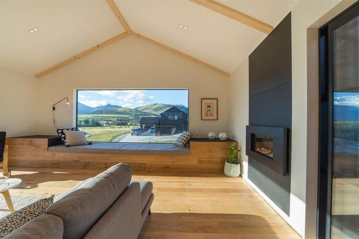 Falcons Nest - Queenstown (Living room space)