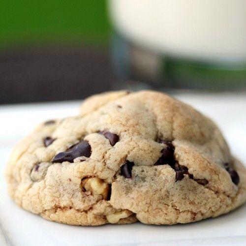 levain bakery cookie recipesChocolate Chips, Chocolates Chips, Chips Cookies, Chips Walnut, Bakeries Cookies, Chocolate Chip Cookie, Cookies Recipe, Walnut Cookies, Cookie Recipes
