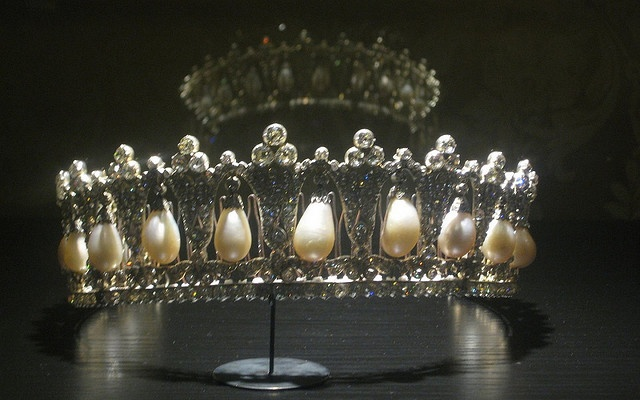 "Close up of Queen of Denmark's ""poiré pearl tiara"". It consists of eighteen large pear-shaped (poiré) pearls hanging from diamond arches. It was probably made in Berlin in 1825 and was a wedding present from King Friedrich Wilhelm III of Prussia to his daughter Louise when she married Prince Frederik of the Netherlands.(photo by xudros, via Flickr)"