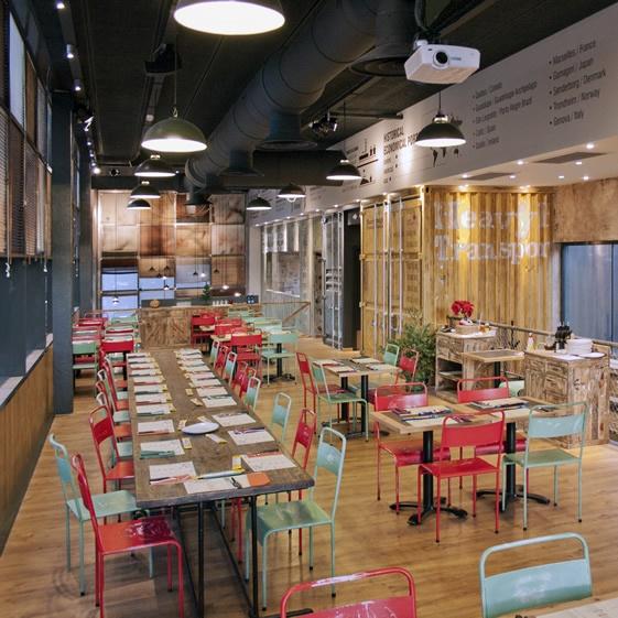 10 best decoraci n con contenedores en restaurante for Decoracion pizzeria