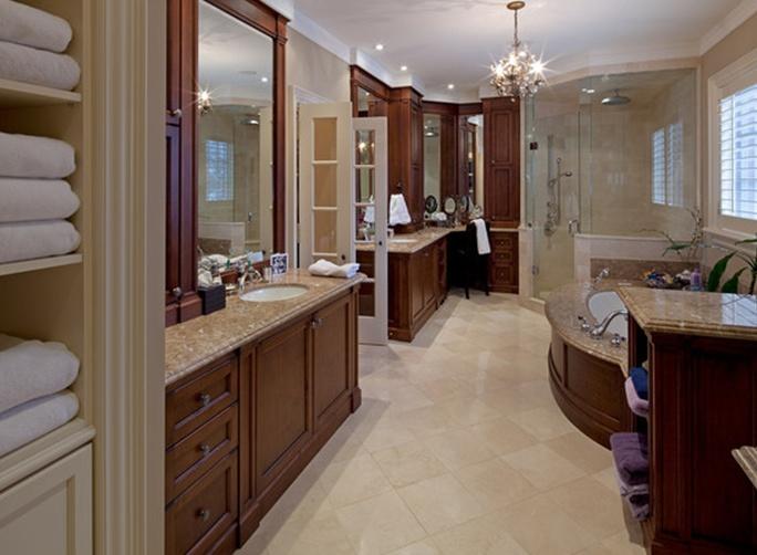 Crema marfil and light emperador stone and design for Crema marfil bathroom ideas