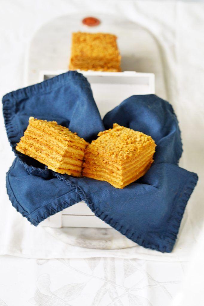 Marlenka - Ciastecznik. Ciasto biszkoptowe z ogromną ilością miodu.
