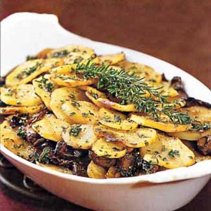 Potato & Portobello Mushroom Gratin, #vegan #casserole (poricini, yukon, parsley, thyme, rosemary)