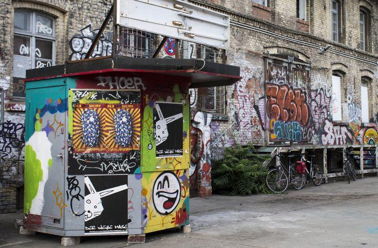 Street art Berlin. #streetart #art #graffiti #streetarteverywhere #streetphotography #streetartberlin #urban #streetartistry #urbanwalls #wall #instagrafite #mural #sprayart #urbanart #photoofday #stencil #berlino #istamood #berlin #graffitigers #berlinoofficial #design #city #eastsidegallery #eastsidegalleryberlin #berlinwall