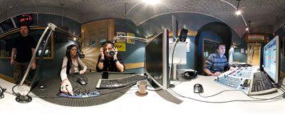 Blue Cafe w RMF Extra  Paweł Rurak-Sokal i Dominika Gawęda z popularnej grupy Blue Cafe występują na żywo w studiu internetowego radia RMF Extra.