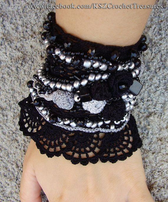 Brazalete negro y gris brazalete ganchillo por KSZCrochetTreasures