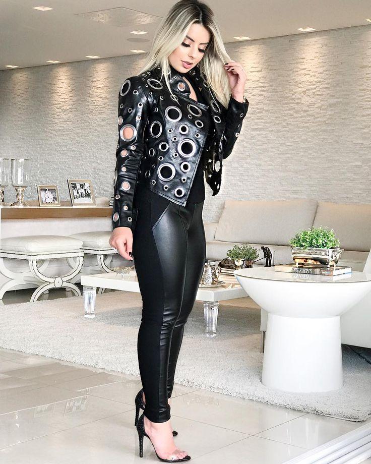 Essa produção é perfeita para quem ama estar sempre na moda! Jaqueta ilhós + calça couro e malha. Esta… in 2020 | Outfits, Fashion, Leather pants