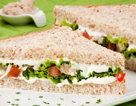 sanduíche delicia de verão .Este sanduíche leva ricota e frango .
