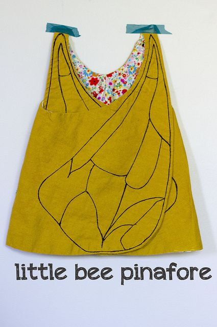 little bee pinafore || Girl Like The Sea #sewing #rolypolypinafore