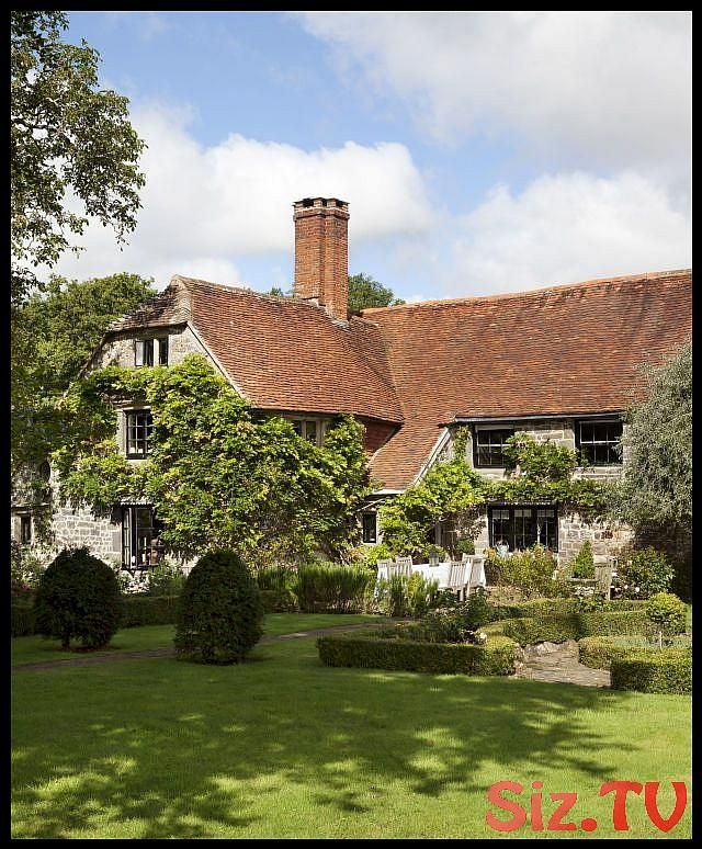 This 500 Year Old English Farmhouse Is The Ultimate In Cozy Elegance This 500 Year Old English Farmhouse I English Farmhouse Old Farm Houses Farmhouse Exterior