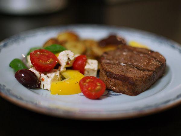 Grillad oxfilé med hemmagjord bearnaisesås | Recept.nu