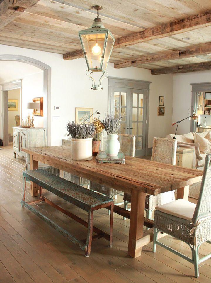 Decoração de: Sala de jantar; mesa de madeira rústica; Casa de Valentina