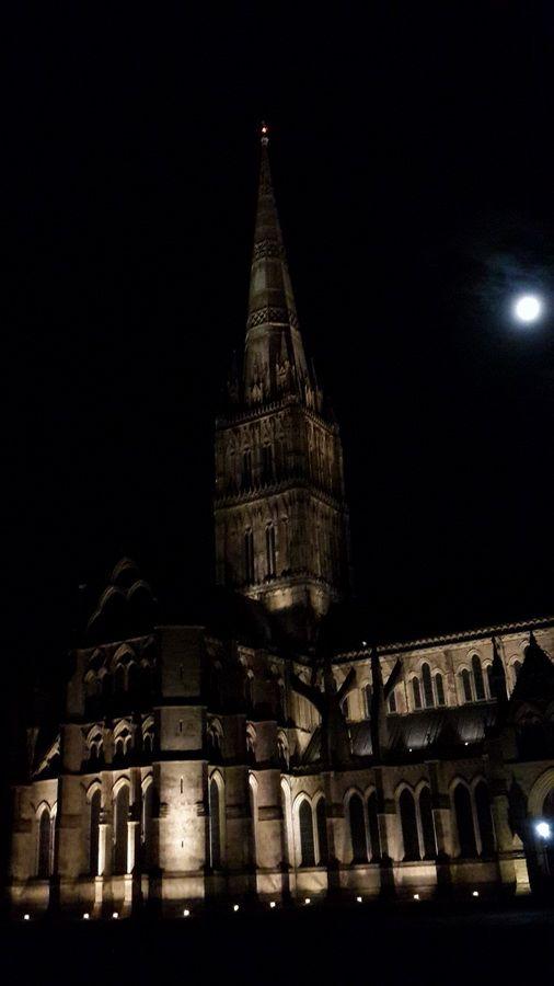 ayışığında bütün ihtişamıyla salisbury katedrali.. @ salisbury katedrali, salisbury / glorious salisbury cathedral under the moon @ salisbury cathedral, salisbury... Salisbury fotoğrafları
