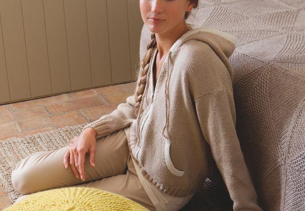 Un gilet à capuche Réalisez ce pull de mi-saison qui saura accompagner une tenue citadine décontractée. Facile à réaliser, ce petit pull à capuche est idéal pour les tricoteuses en herbe.