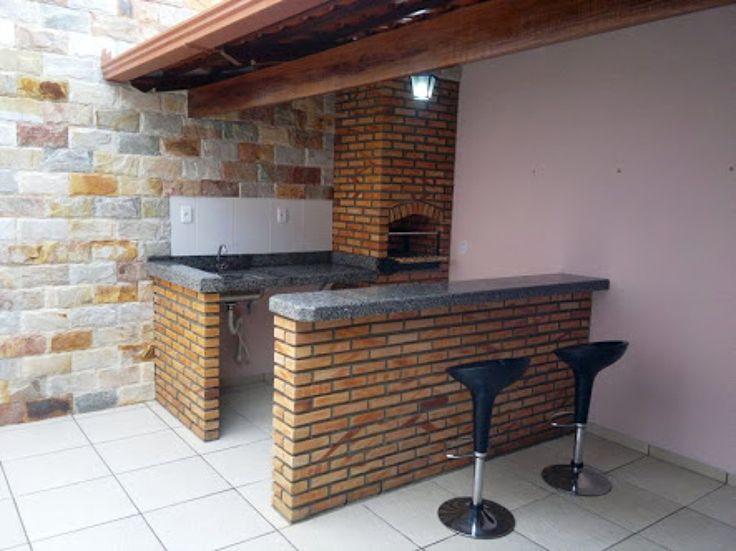 Construir um balcão de tijolos na churrasqueira de barro com 2 metros de comprimento e um metrôs de altura.
