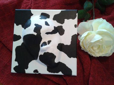 VACCAM Máscara de cartapesta sobre lienzo decoración piel de vaca.