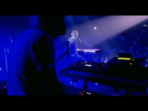 Christophe Willem - Chambre Avec Vue - YouTube - Peut-être bien sa plus belle chanson, et sur cette version un pur moment de lévitation.