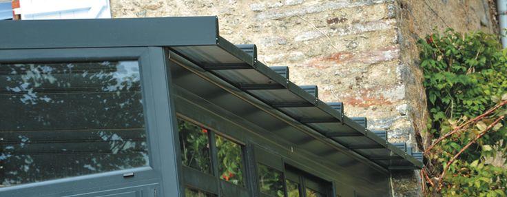 Cette collection de véranda est une alternative originale pour qui souhaite donner de l'éclat à une maison ancienne et la moderniser.