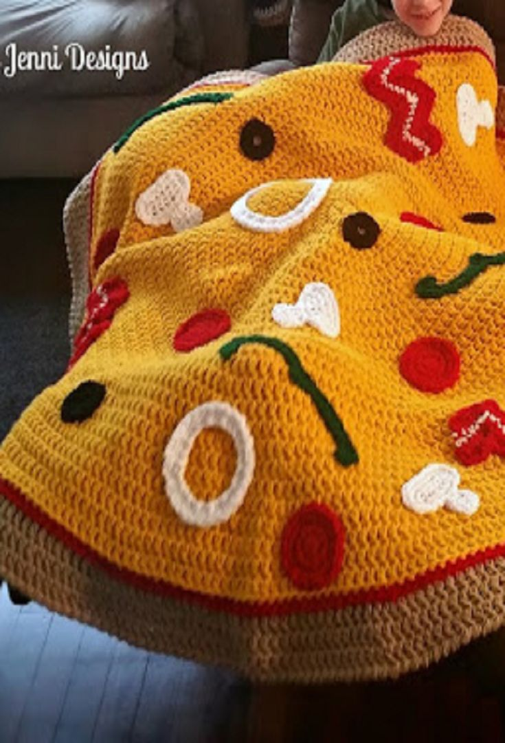 Free Crochet Pattern: Chunky Pizza Throw Blanket Save for mom