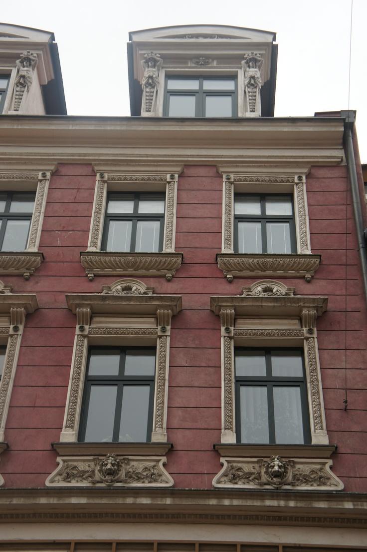"""Wroclaw """"make a statement"""" colour scheme"""
