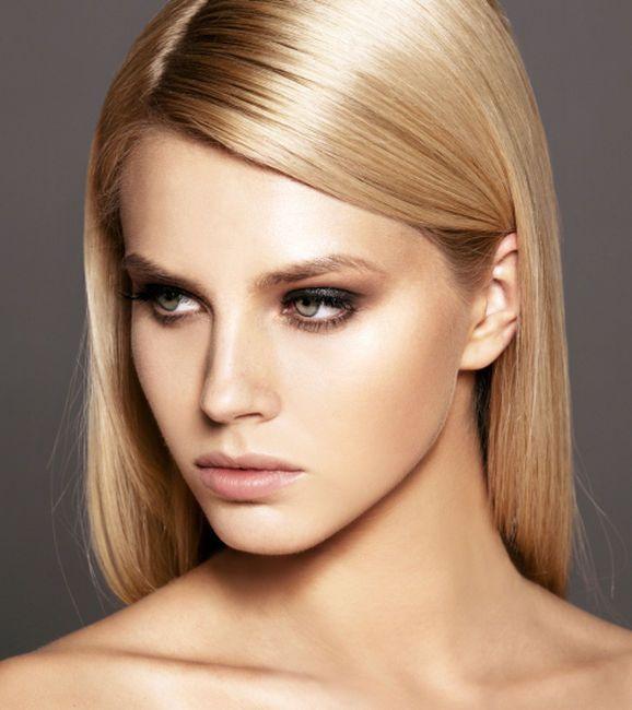 Se non vuoi applicare sul viso gli schiarenti specifici in commercio e vuoi schiarire le sopracciglia in modo naturale, puoi provare con impacchi naturali.