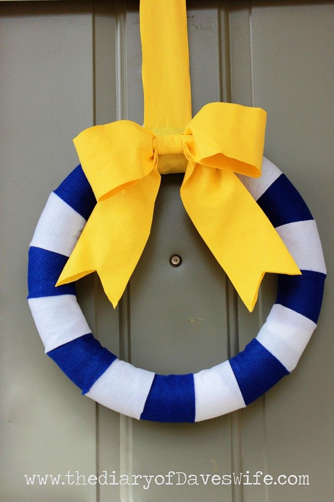 Nautical Striped Wreath - 21 Cute and Easy DIY Striped Projects