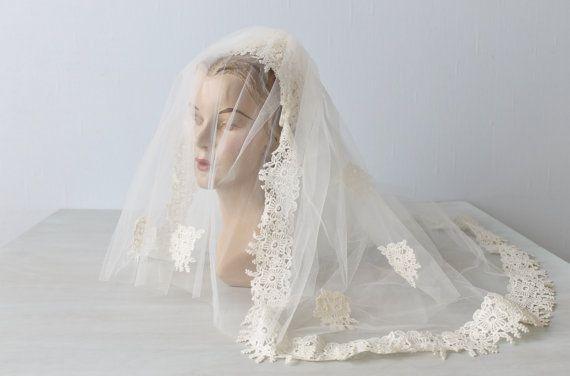 Wedding Veil / Mantilla Veil / 1970s Wedding by TheVintageMistress