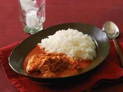 山本 麗子 さんのトマト,鶏もも肉を使った「トマトチキンカレー」。トマトのうまみがギュッと詰まったカレーです。トマトは完熟を使うのがポイント。市販のカレー粉でつくれる、さらりとしたカレーです。 NHK「きょうの料理」で放送された料理レシピや献立が満載。