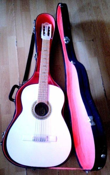 Resultado de imagen para guitarras acusticas con estuches de mujer