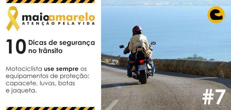 Motociclista use sempre os equipamentos de proteção: capacete, luvas, botas e jaqueta.