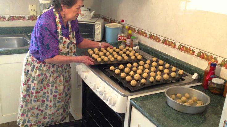 Las recetas de la Tita Mima: 7. Galletas de nuez Ingredientes: 1k de harina 500g de mantequilla 500g de nuez picada 100g de azucar natural azucar glass Irma ...