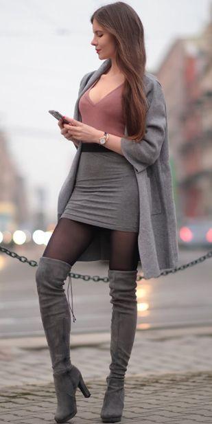 Hohe Socken und Minirockstiefel