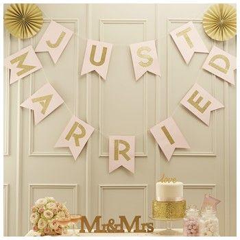 Banderitas Just Married en rosa y dorado