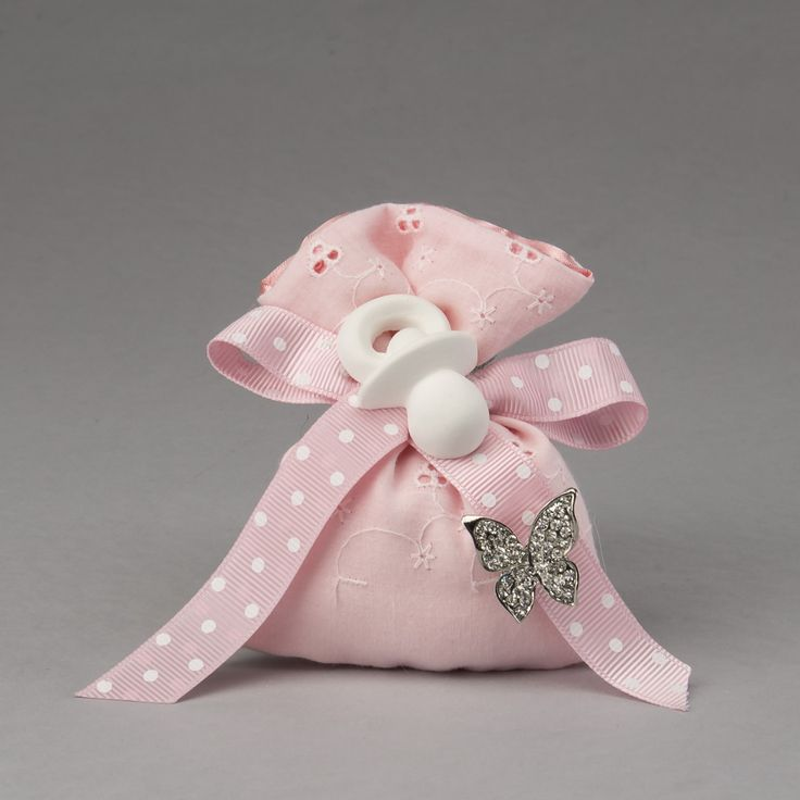 Sacchetto in sangallo rosa con spilla farfalla strass e gessetto ciuccio