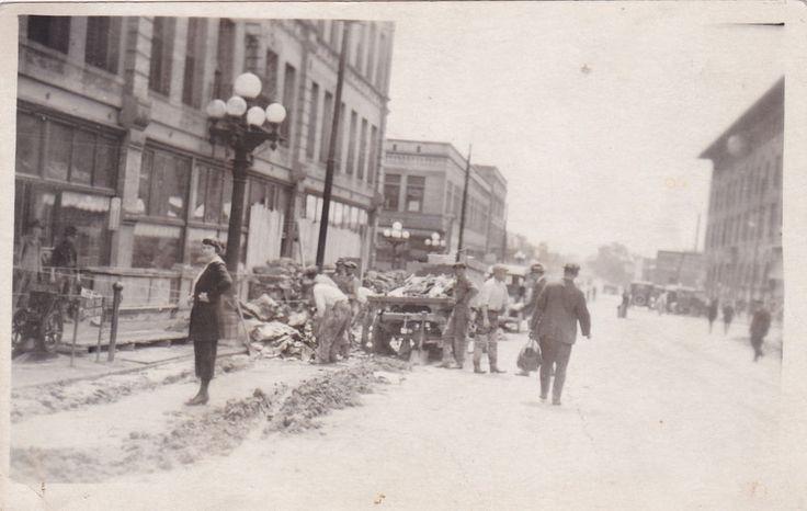 RP: PUEBLO , Colorado, 1921 Flood View ; Clen-up crews, 4th & Main