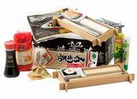 Luxe leistenen sushi sets ! Dit pakket is zonder alcohol & zonder varkensvlees. Geuld met: fortune cookie 2 stuks • rijst rood 500 gr. • leistenen sushi set met 6 access  2 stuks • bamboemat • wasabi tube 43 gr. • seaweed vellen yaki sushi nori   28 gr 10 stuks • soya saus 150 ml. • sterretjes 10 stuks oud en nieuw • verpakt in feestelijke doos. aantal artikelen in het pakket: 11 /  € 22.45 exclusief 21% B.T.W.