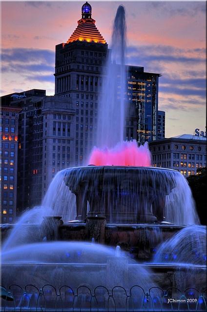 Buckingham Fountain Chicago, IL via flickr