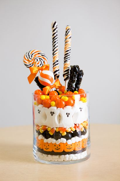 Halloween candy centerpiece!: Holiday, Halloween Candy, Party Idea, Halloween Treats, Center Piece, Halloween Ideas, Halloween Party