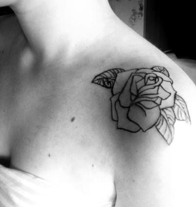 rose on shoulder. so gorgeous.