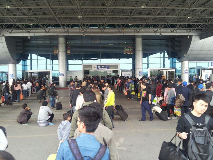 The que just to get into the station on the way back to Shanghai
