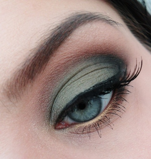 Green-blue eyes make-up - Gold liner!! now I did not think of that....might buy this :)