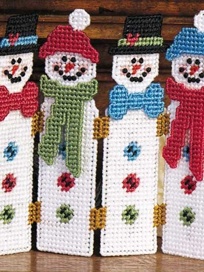 Place this colorful and cheery snowmen screen in a favorite window to liven up your winter home! Size: 9 inches W x 8 1/8 inches H.Skill Level: Beginner