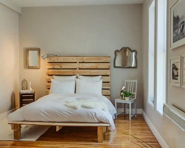 Did you have noticed that how amazing this pallets bed is seeming in its natural wood color? This pallets wood bed is best for your bedroom and good enough to use in hotel and guest rooms. The natural looking presentation of this bed frame allowing the environment of the room to breathe.