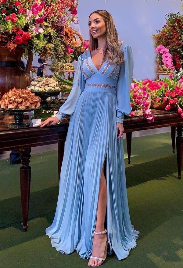 Vestido de festa longo azul serenity e outros tons de azul claro: 40 vestidos longos nos modelos que estã… | Vestidos longos azuis, Vestidos, Vestidos azul serenity