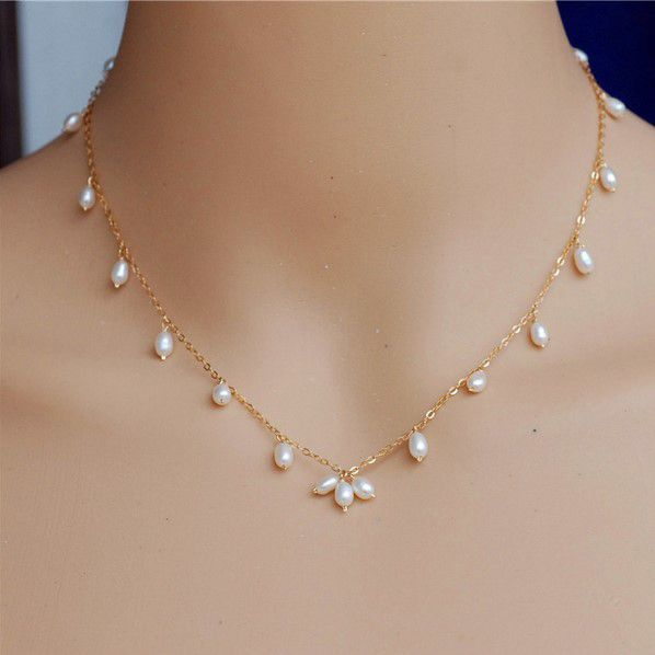 Simple-fashion-and-natural-pearl-necklace-with-gold-chain-and-rice-type-Pearl.jpg (598×598)